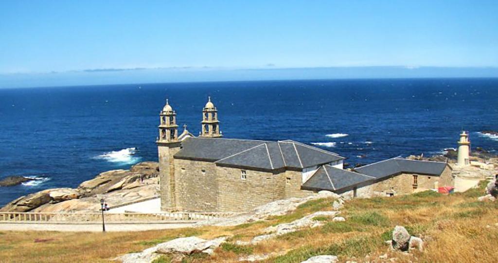 Santuario de la Virgen de la Barca en la localidad de Muxía.